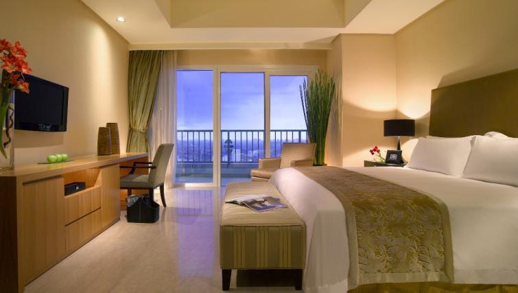 Ideal bedroom at The Ritz-Carlton Jakarta Apartments