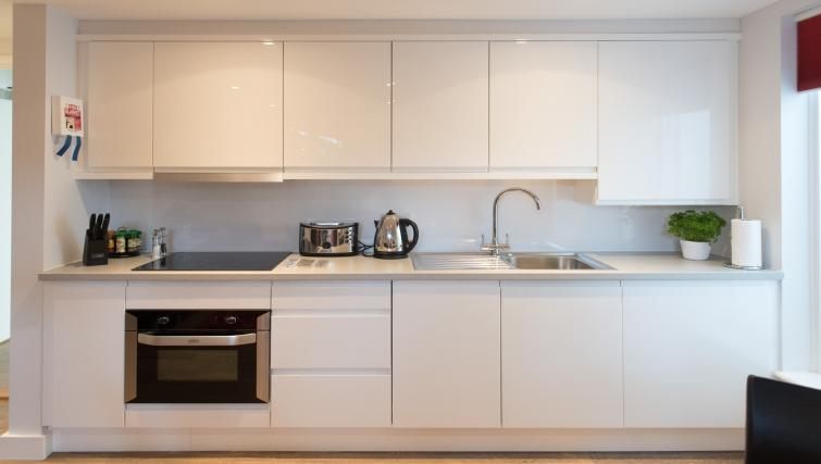 Modern kitchen at Jubilee House Apartments