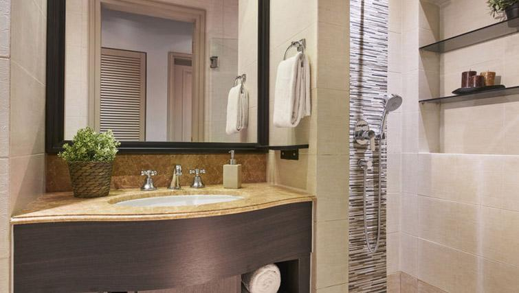 Immaculate bathroom at Regency House Apartments, Singapore