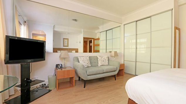 Living area and bed at Nell Gwynn Apartments
