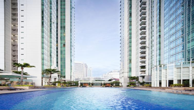 Large swimming pool at Fraser Residence Sudirman Jakarta
