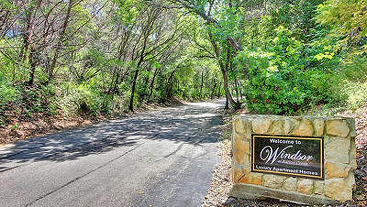 Entrance sign at Windsor at Barton Creek