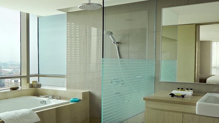 Shower at Fraser Residence Menteng Jakarta
