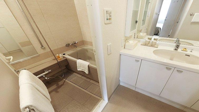 Modern bathroom in Oakwood Residence Aoyama Tokyo