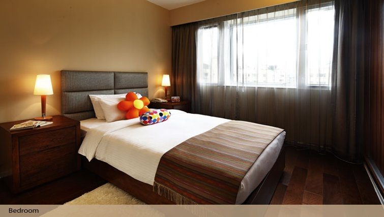 Modern bedroom in Oakwood Gold Arch Residence Guangzhou