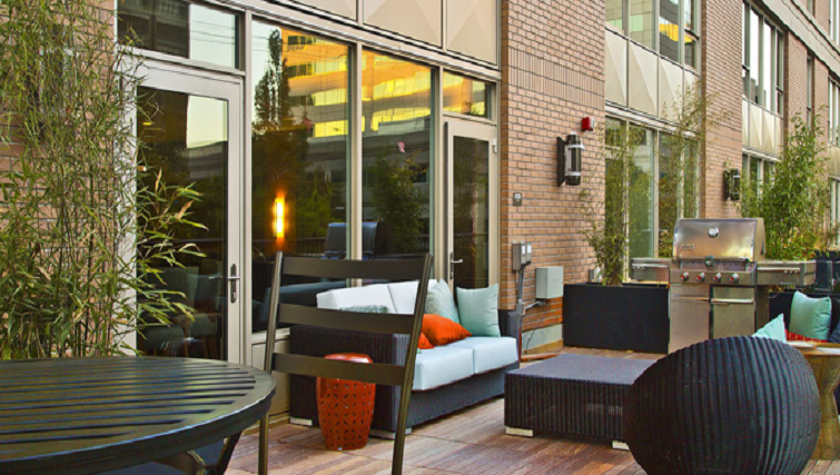 Cosy terrace at Coppins Well Seattle Apartments