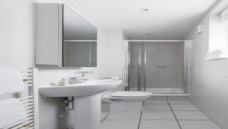 Bathroom at the SACO Holborn - Lamb's Conduit Street