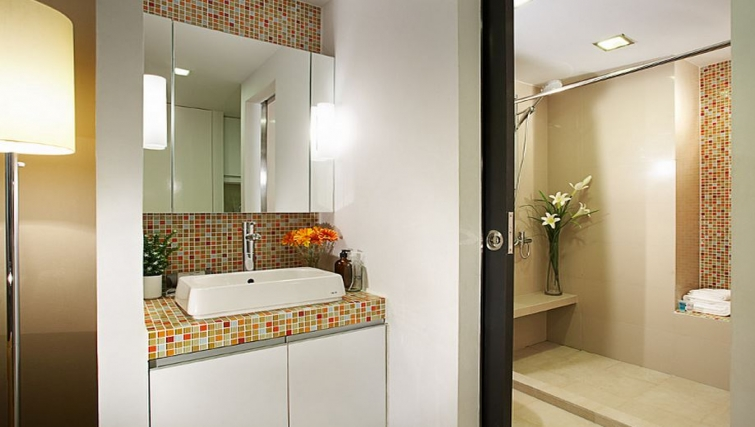 Modern bathroom in Citadines Sukhumvit 16 Apartments