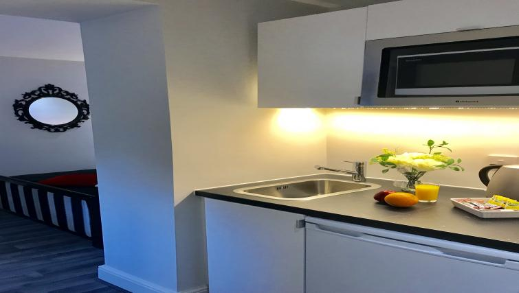 Clean kitchen at So Hammersmith Apartments