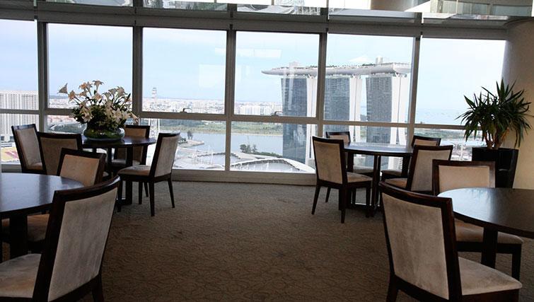 Dining at Marina Boulevard Singapore Apartments