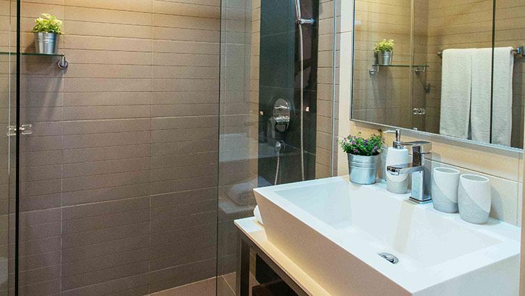Pristine bathroom at Marina Boulevard Singapore Apartments