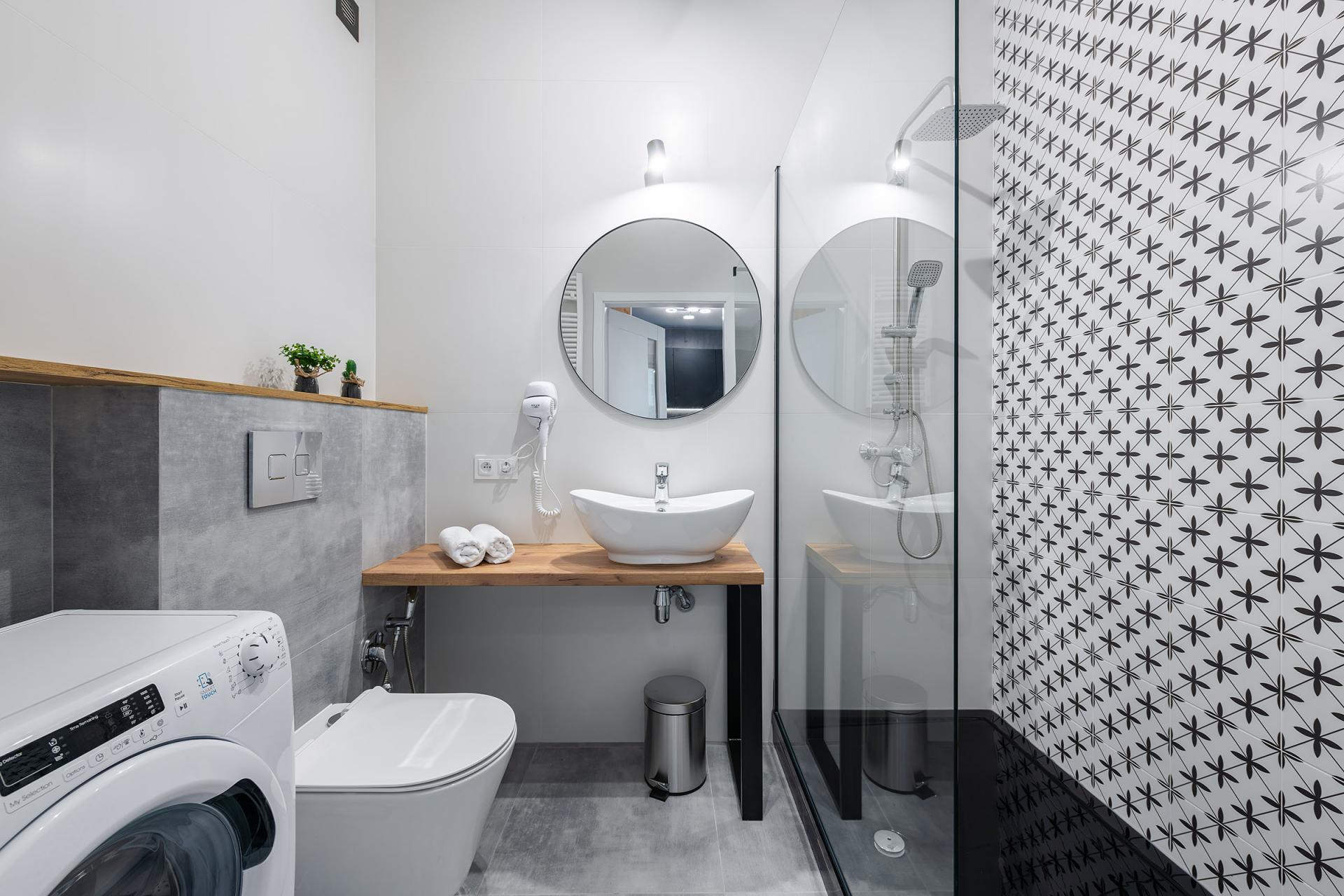 Modern bathroom at Cybernetyki 4 Apartment, Sluzewiec, Warsaw