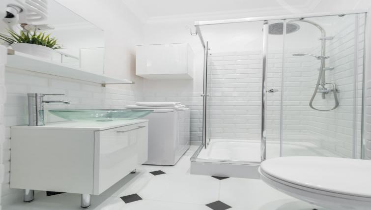 Immaculate bathroom at P&O Apartments Andersa