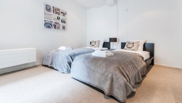 Twin beds at Nieuwmarkt-Waag 3 Apartments, Amsterdam