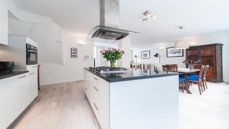 Equipped kitchen at Nieuwmarkt-Waag 3 Apartments, Amsterdam