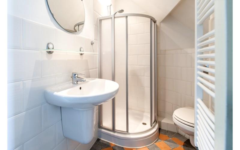 Shower at Nieuwmarkt-Waag 3 Apartments, Amsterdam