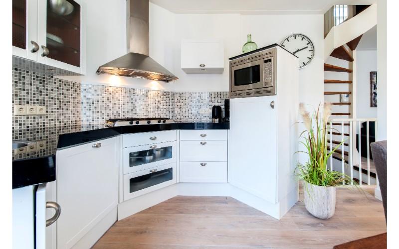 Kitchenette at Nieuwmarkt-Waag 3 Apartments, Amsterdam