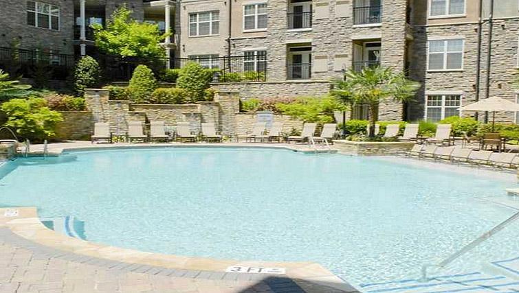 Pool at Gables Sheridan Apartment