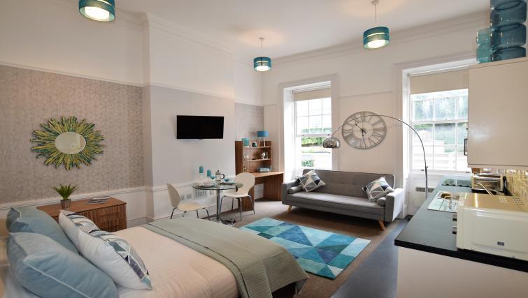 Premier Suites Bristol Redcliffe - Bristol - SilverDoor
