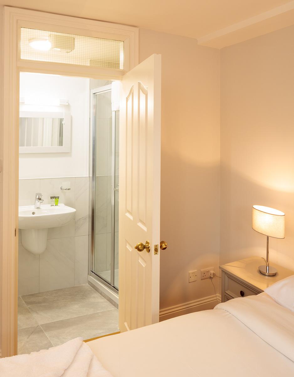 En-suite at Baggot Rath House Apartments, Ballsbridge, Dublin