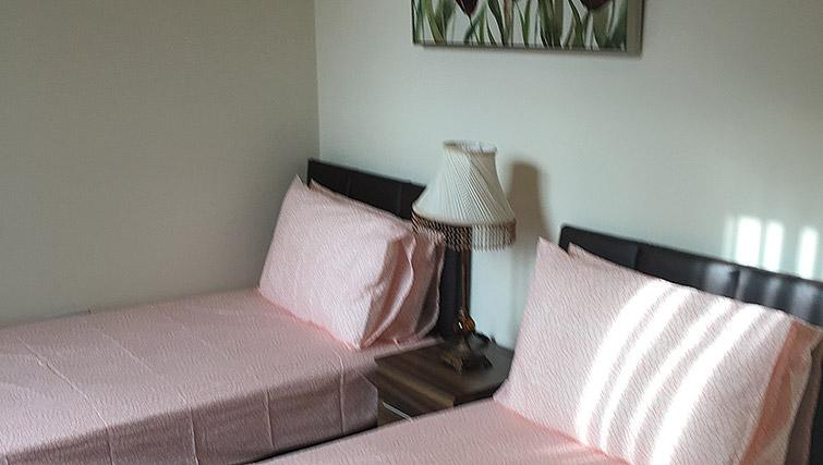 Twin beds at Barrington House