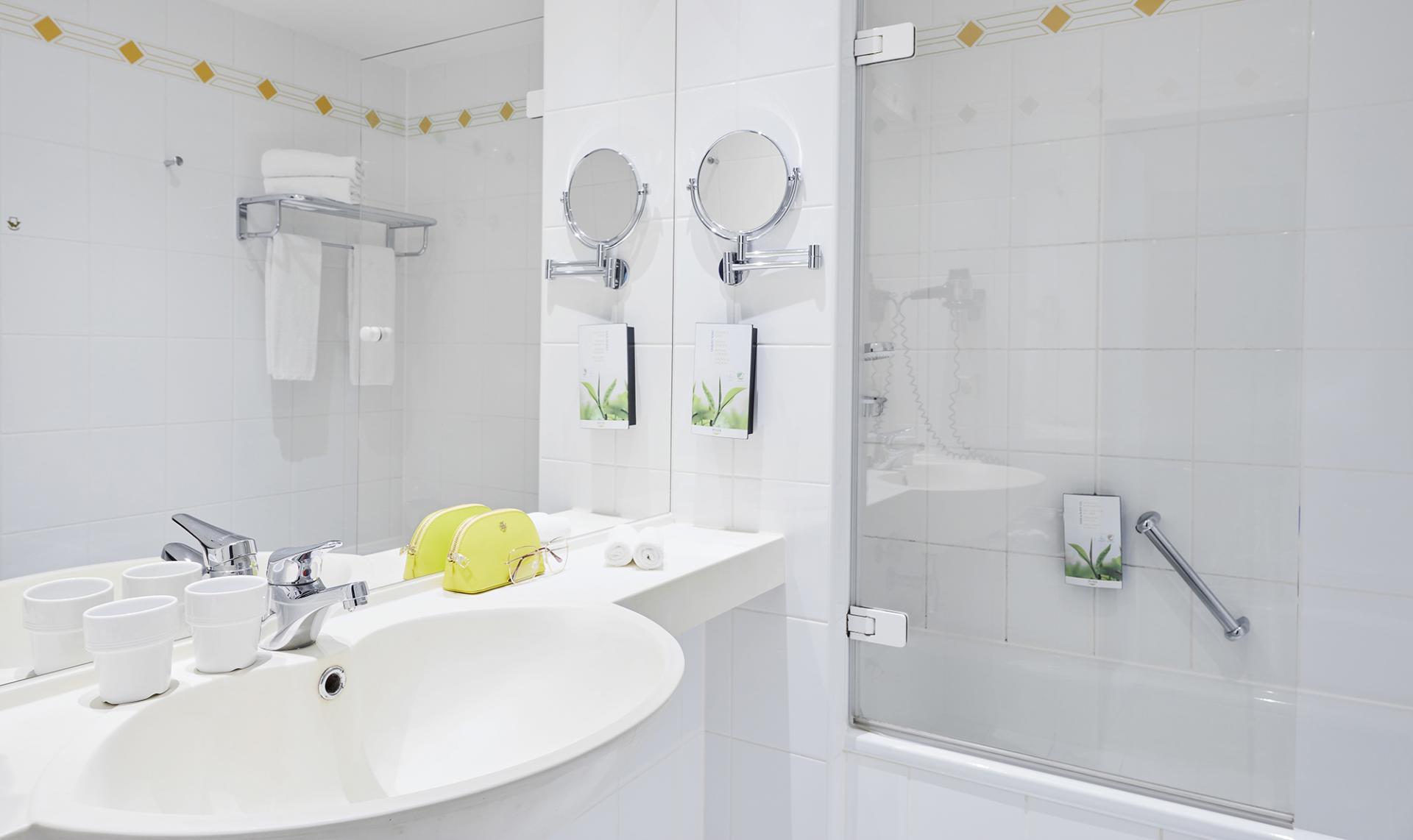 Bathroom at Living Hotel Weißensee Apartments, Weisensee, Berlin