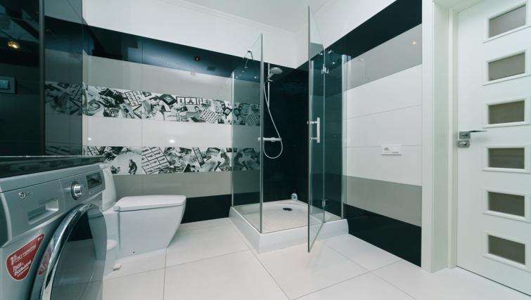 shower at Darvina Apartment