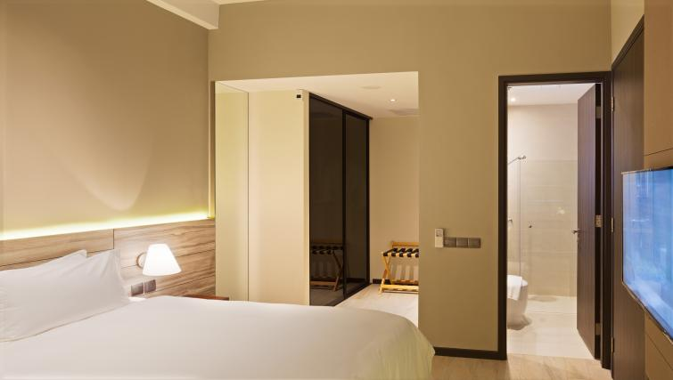 Bedroom at Louis Kienne Serviced Residences, Singapore