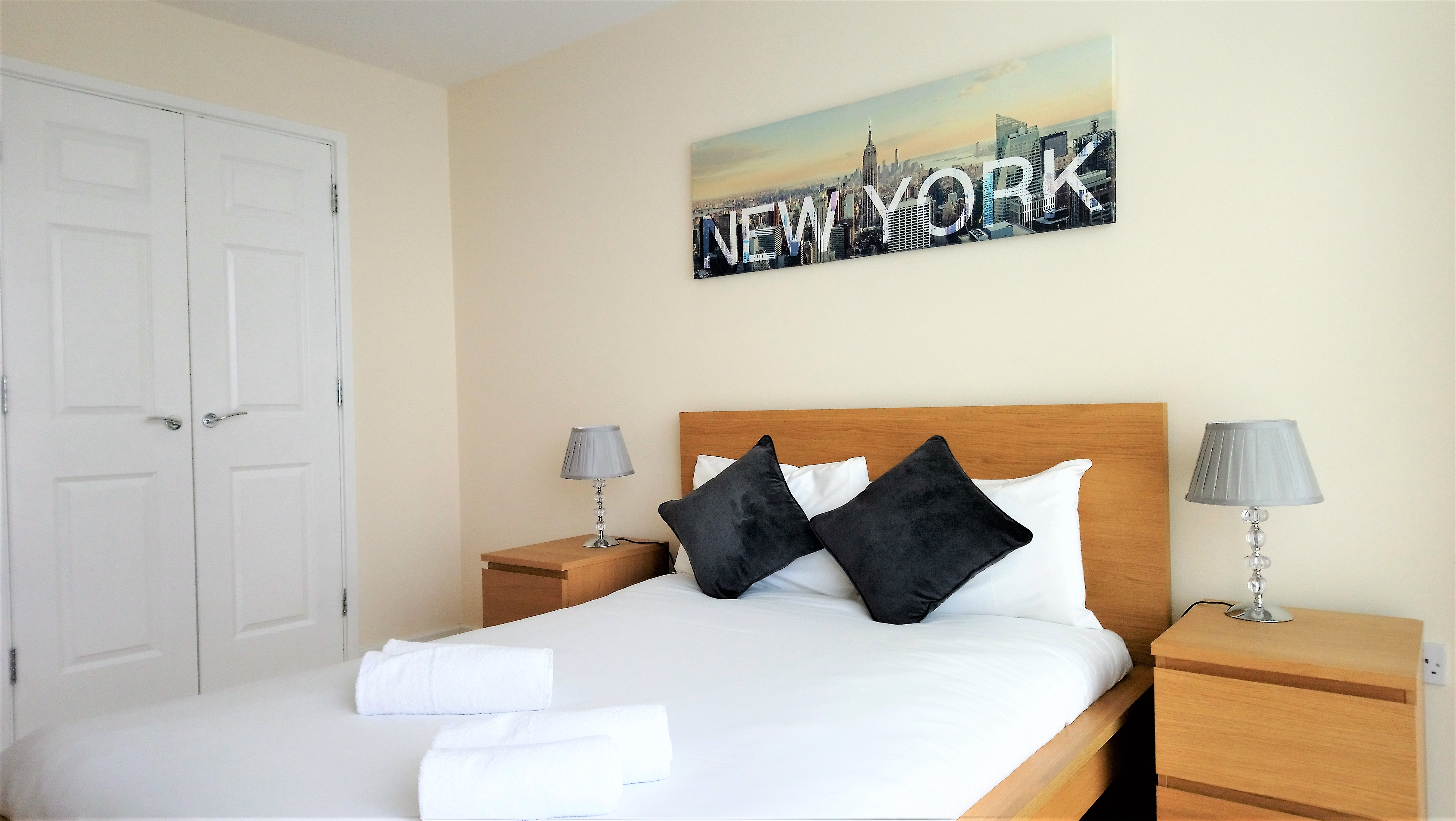 Double bed at City Apartments - The Hub