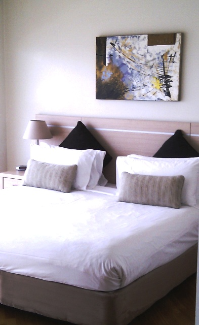 Twin beds at Chinatown Central Apartments