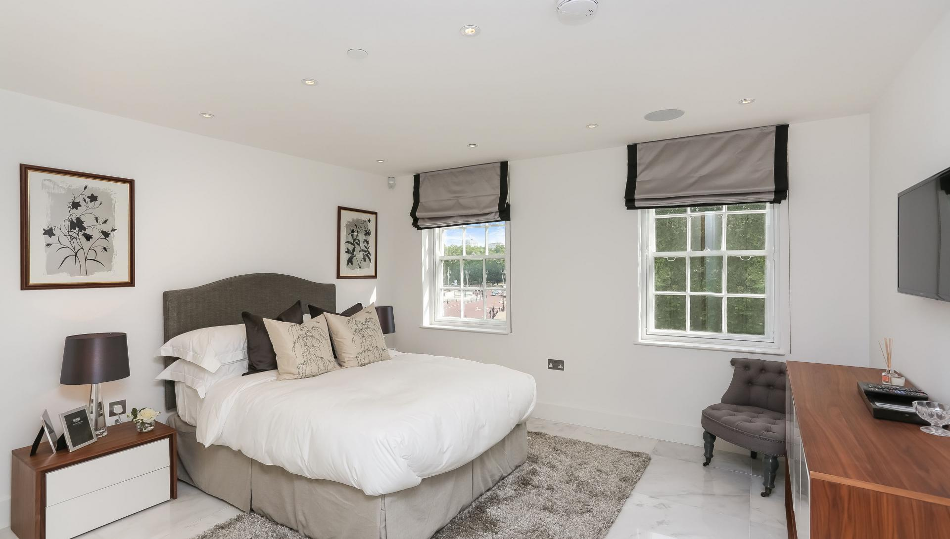 Large bedroom at Buckingham Gate Apartments