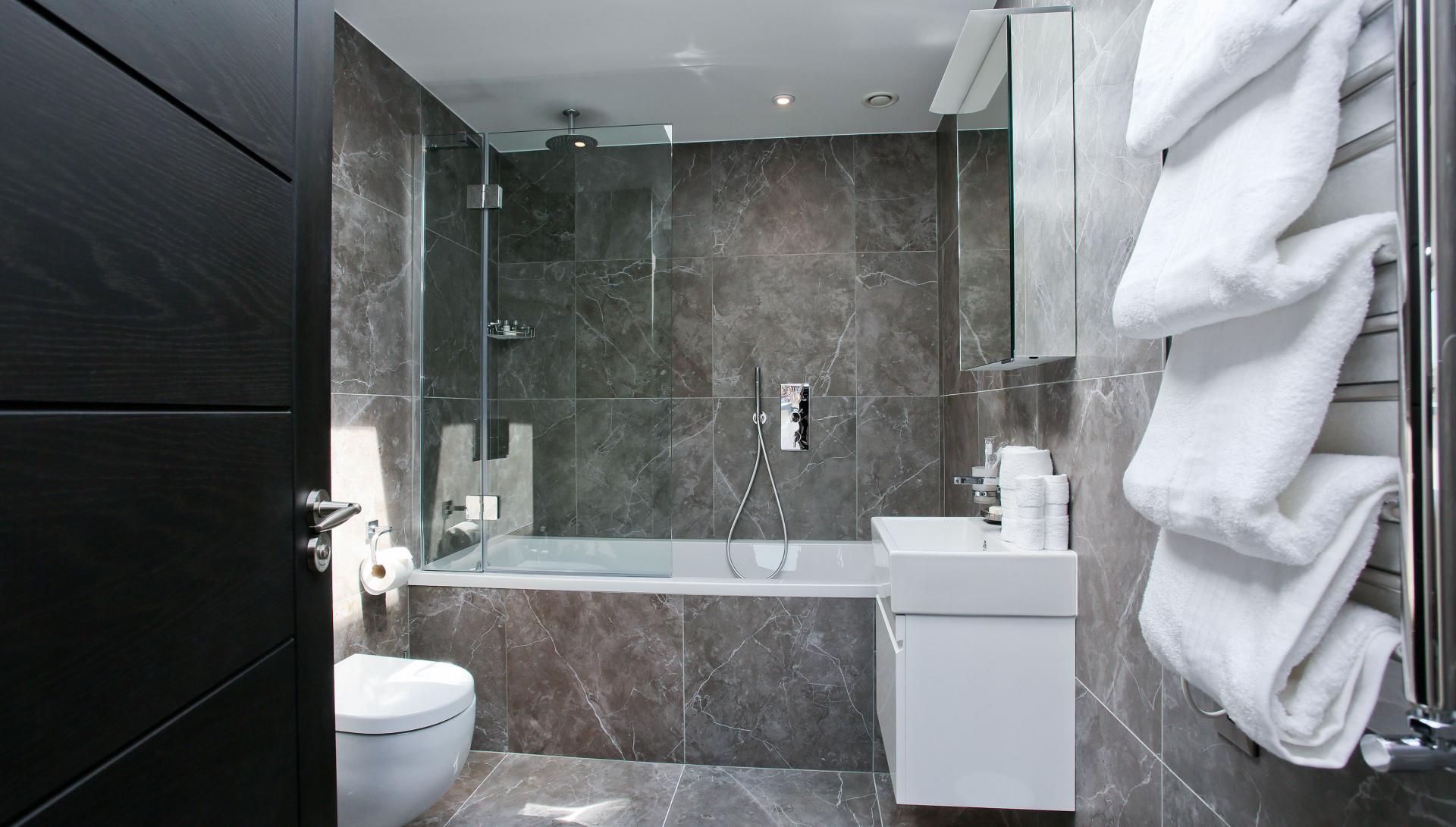 Bath at Buckingham Gate Apartments