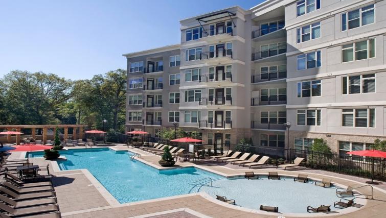 Swimming pool at Gables Midtown Apartments