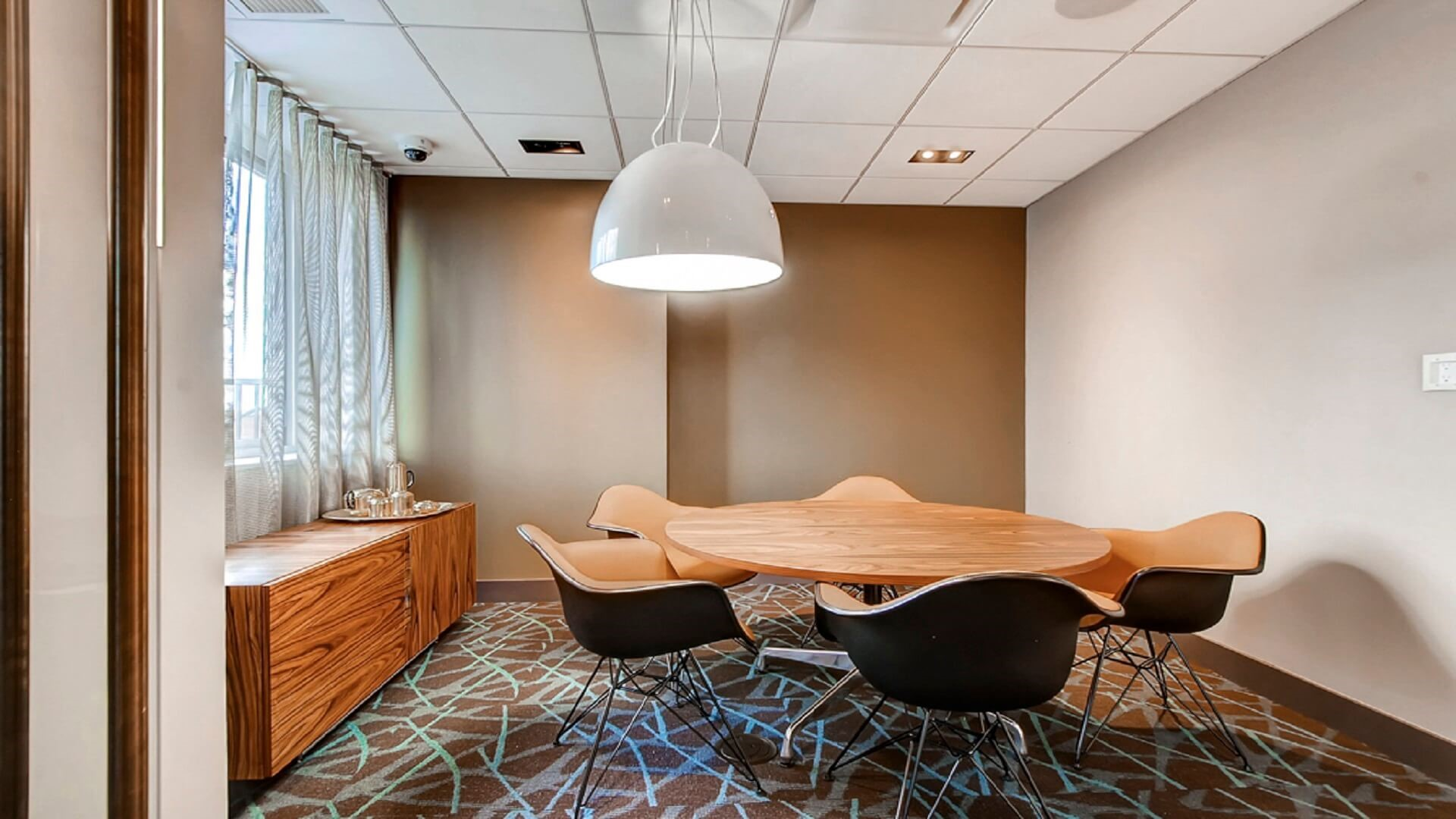 Meeting room at M2 Apartments, Hudson Exchange, Jersey City