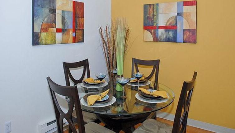 Dining area at Avalon Mountain View Apartments