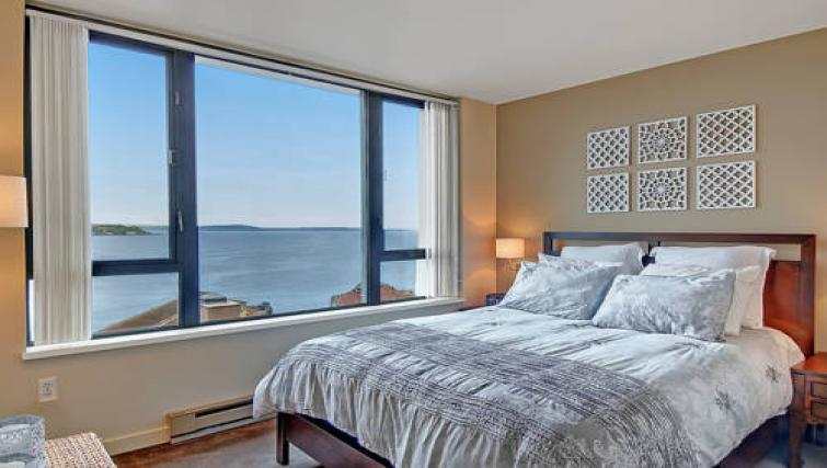 Attractive bedroom at the Harbour Apartment