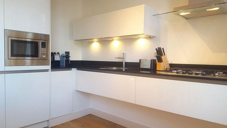 Equipped kitchen at 23 Haarlemmplein Apartment, Amsterdam