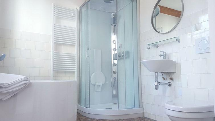 Bathroom at 23 Haarlemmplein Apartments, Amsterdam