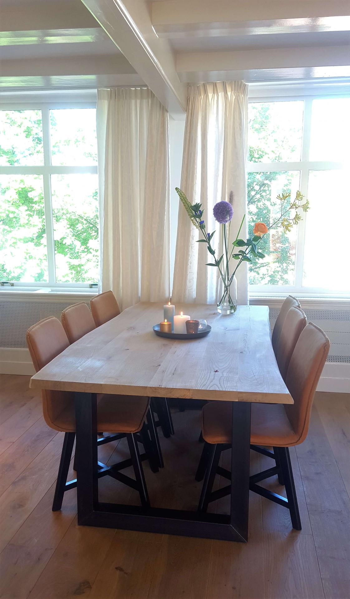 Dining table at 23 Haarlemmplein Apartments, Amsterdam