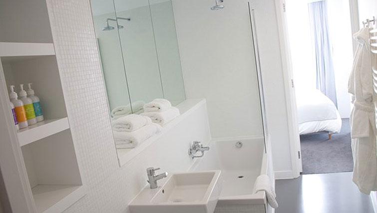Bath at Staying Cool at The Rotunda