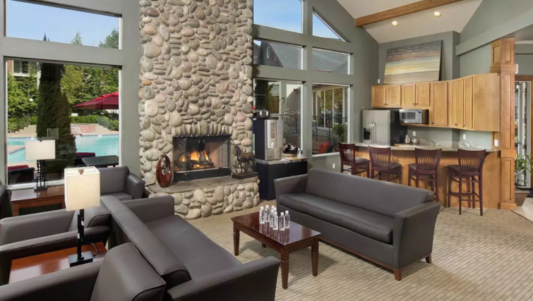 Resident Lounge at Meridian At Ballston Commons Apartments