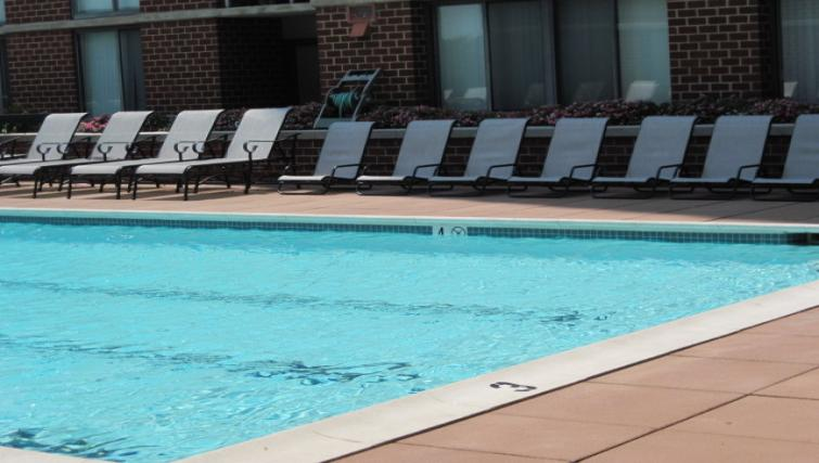 Pool at Meridian at Courthouse Commons Apartments