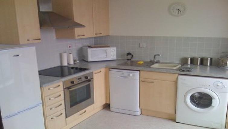 Fresh Kitchen in Bath Road Apartment