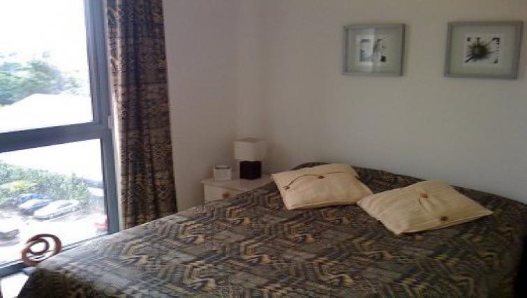 cosy bedroom in Bath Road Apartment