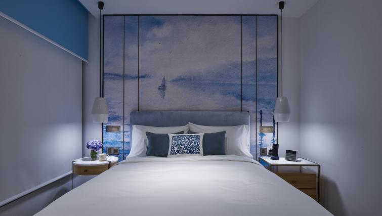 Bedroom decor at the Winsland Apartments, Singapore