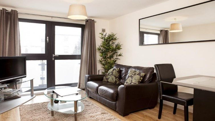 Comfortable living area in The Cheltenham Plaza Apartments