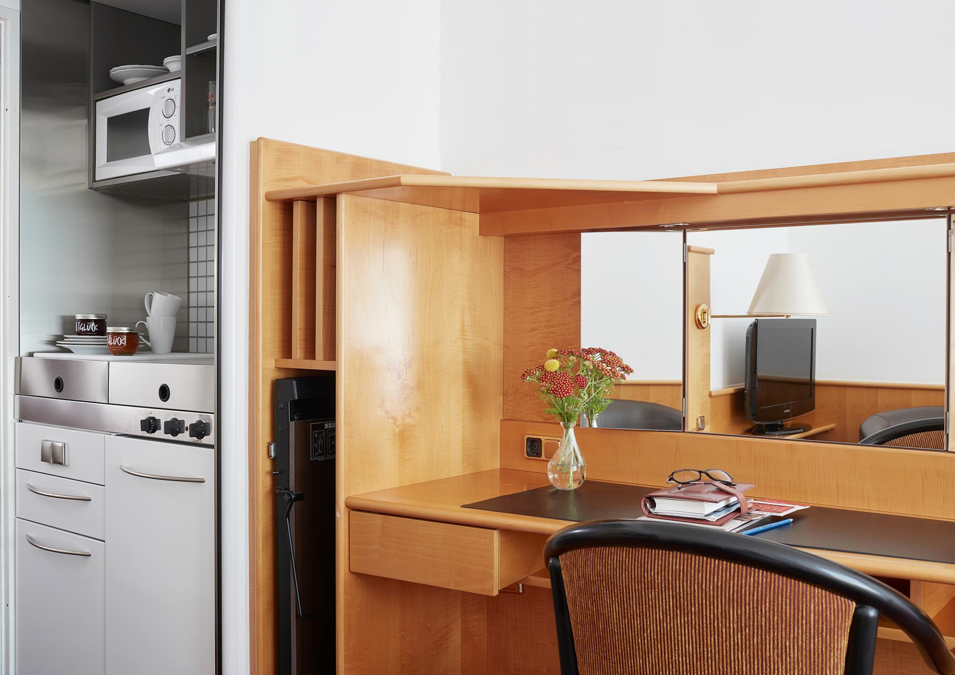 Work desk at Living Hotel Deutschen Museum Apartments, Haidhausen, Munich