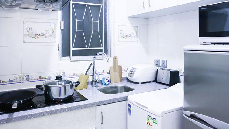 Equipped kitchen at Uncle Man Fortress Hill Apartments