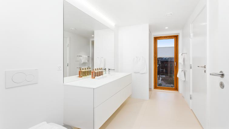 Bathroom facilities at the STAY Kastellet Apartments