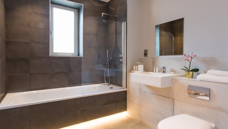 Bath at Alexandra Road Apartments